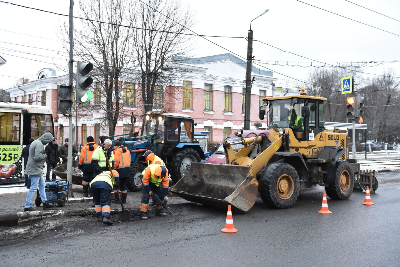 В Ярославле проводится ямочный ремонт дорожного полотна