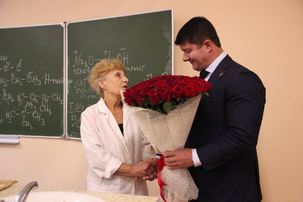поздравления владимирским учителям журналы пестрят